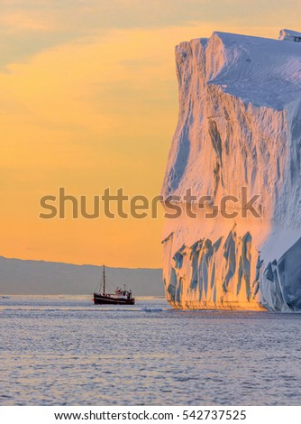 Tourists take pictures of the iceberg. Source of icebergs is by the Jakobshavn glacier. This is a consequence of the phenomenon of global warming and catastrophic thawing of ice, Disko Bay, Greenland.
