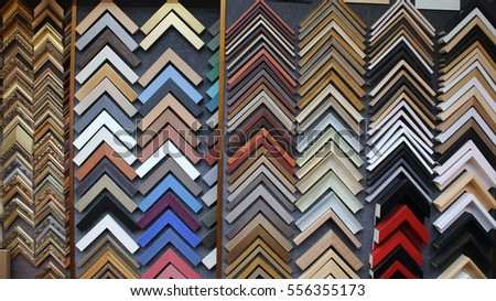 frame samples in a shop where pictures and paintings are framed