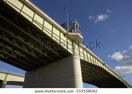 VIEW SOUTH OF THELWALL VIADUCT AND M6 MOTORWAY CROSSING MANCHESTER SHIP CANAL ENGLAND #559108042