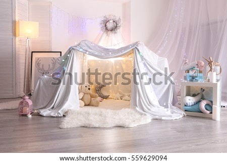 Hovel decorated with garland for children's party at home #559629094