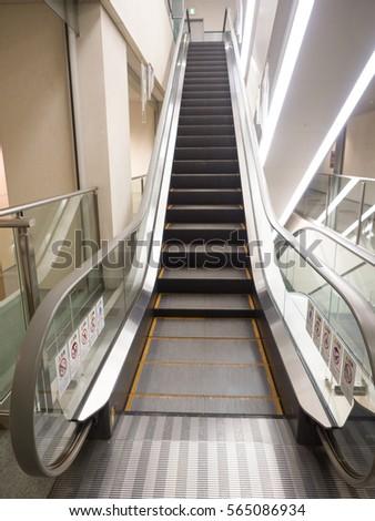 escalator #565086934