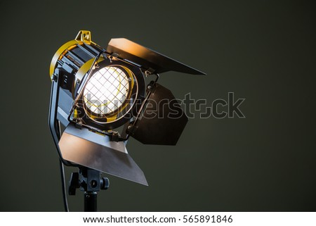 Spotlight with directional light with a Fresnel lens, halogen lamp and protective shutters. #565891846