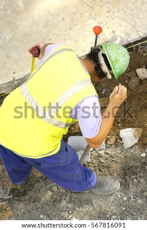 construction worker working in the placement of water and sewer pipes #567816091