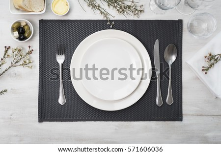 Dinner plate setting top view Royalty-Free Stock Photo #571606036