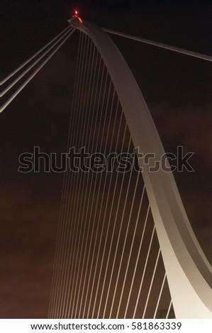 Samuel Beckett Bridge #581863339