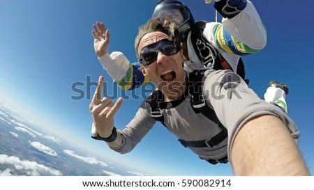 Selfie skydiving tandem