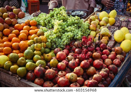 Countertop with fruit on the street in Agra #603156968