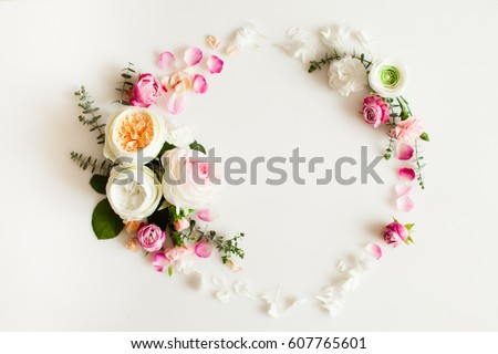 Floral round wedding frame flat lay. Rose flowers top view with copy space #607765601