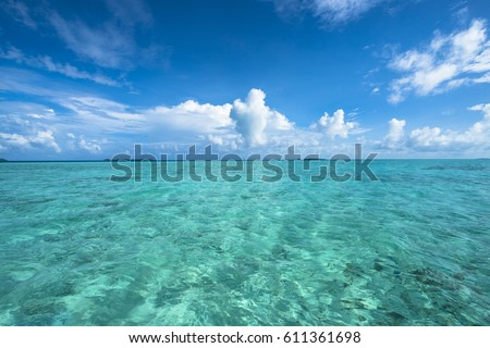 Pacific ocean Royalty-Free Stock Photo #611361698