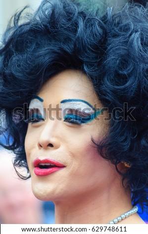 EDINBURGH, SCOTLAND - AUGUST 6, 2016: Performer dressed in female costume on the high street during the Edinburgh Fringe Festival #629748611