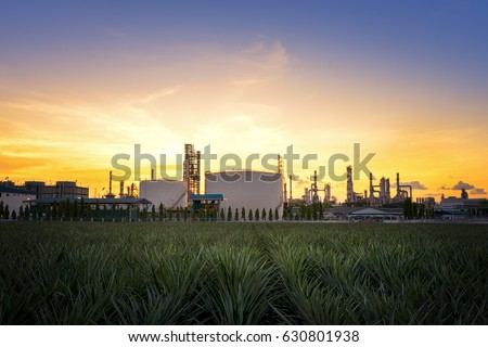 Natural Gas storage tanks , Oil tank , LPG , Petrochemical plant , Petroleum #630801938