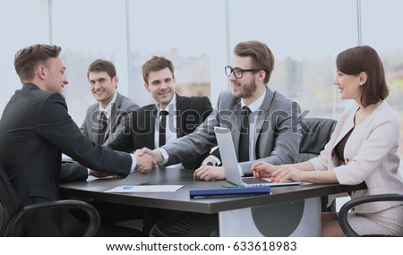 investor shakes hands with the sales Director to sign the conclu #633618983