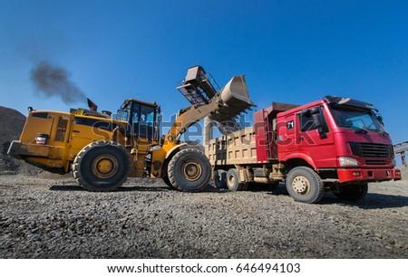 excavator, the dump heavy-load truck, the truck #646494103