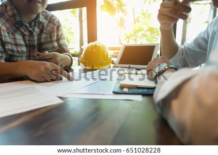 Businessmen are meeting with contractors about business plans. Royalty-Free Stock Photo #651028228