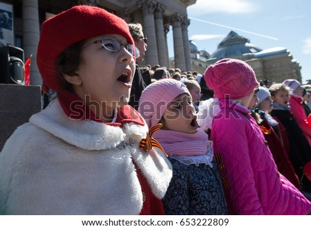St. Petersburg, Russia - May 5, 2017: International patriotic action dedicated to the participants of the Second World War. Procession of people with portraits of their descendants of war veterans. #653222809