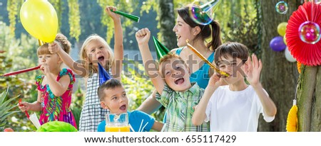 Group of kids celebrating their friend's birthday party #655117429