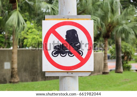 Do not play roller shoes sign