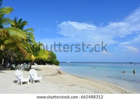 UTILA ISLAND, HONDURAS - JUN 5TH, 2017: Paradisaical caribbean beach in Utila island, Honduras, on Jun 5th, 2017 #665488312