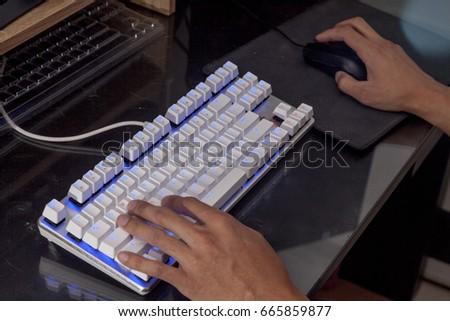 handon light white keyboard black backgroud #665859877