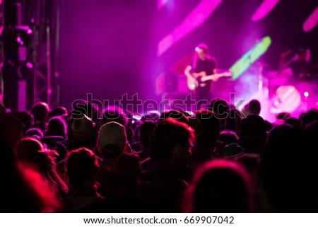 Concertvisitors Festivalvisitors #669907042