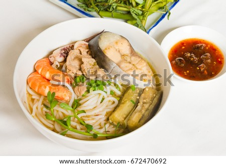 Vietnamese noodle with shrimp, squid, pork, vegetables and sauce. Food Vietnamese #672470692