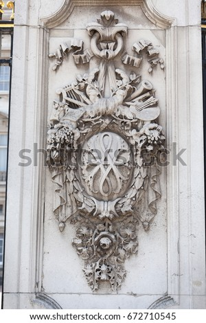 LONDON, UNITED KINGDOM-JUNE 21, 2017:Buckingham Palace, details of decorative fence. Palace is the London residence and administrative headquarters of the reigning monarch of the United Kingdom #672710545