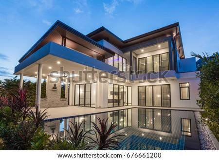 Modern luxury villa with swimming pool Royalty-Free Stock Photo #676661200
