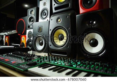Dj shop with music loud speakers sale.Buy hifi sound system for sound recording studio.Professional hi-fi cabinet speaker box on sale.Audio equipment for musicians #678007060