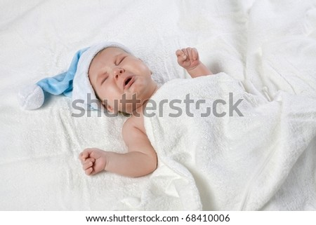 Crying baby with blue cap #68410006