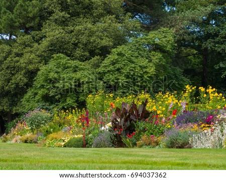 English Summer Garden   #694037362