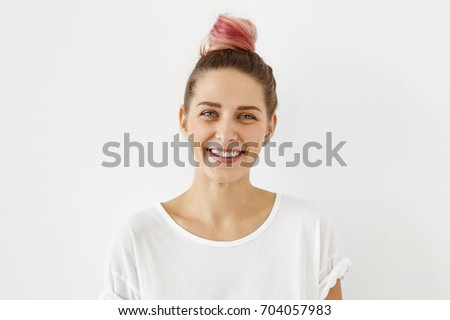 Human emotions, feelings, attitude and reaction. Picture of fashionable female student with sincere joyful smile and charming blue eyes enjoying free time at home after lectures at university