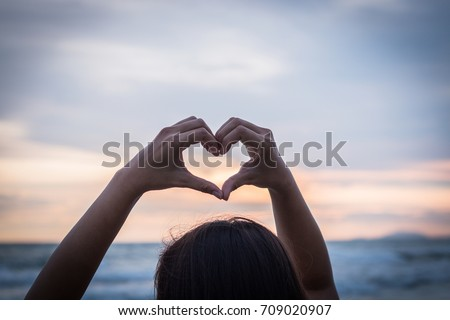 Heart in our hands Love symbol Heart shaped picture Whether it comes from love from men, women, brothers, families, love each other every day. It's not just the love of a festival.