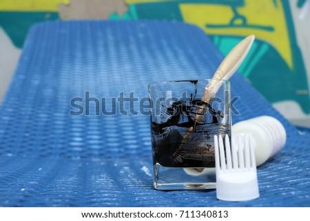 Hair dye preparation, glass, brush #711340813