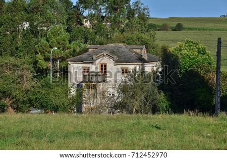 cottage  #712452970
