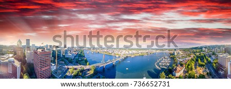 Panoramic aerial view of Portland skyline and Willamette river. #736652731