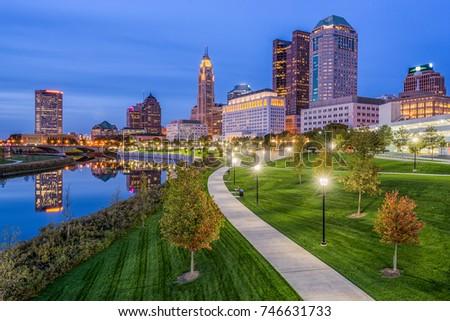 Columbus, Ohio, USA skyline and park.