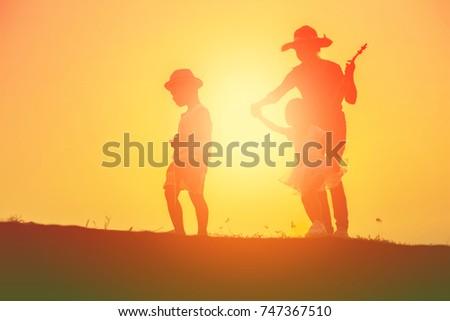 Take children to watch the sunrise evening. #747367510