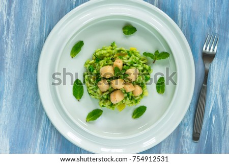 Scallops on minted pea risotto - top view #754912531