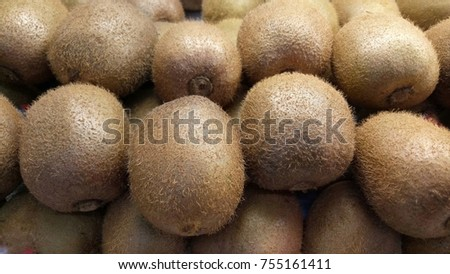 Kiwi is sold in the market. #755161411