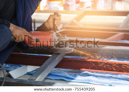 Worker protracted steel for construction work. #755439205