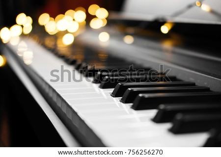 piano keys with beautiful yellow lights bokeh in background, piano keys with  Christmas lights, concert, backstage