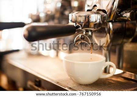coffee extraction from professional coffee machine with bottomless filter Royalty-Free Stock Photo #767150956