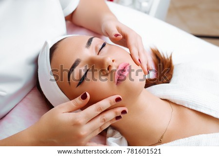Cosmetic massage, facial treatment. #781601521