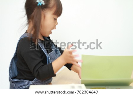 Japanese girl reading a picture book (3 years old) #782304649