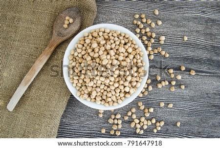 dry chick peas #791647918