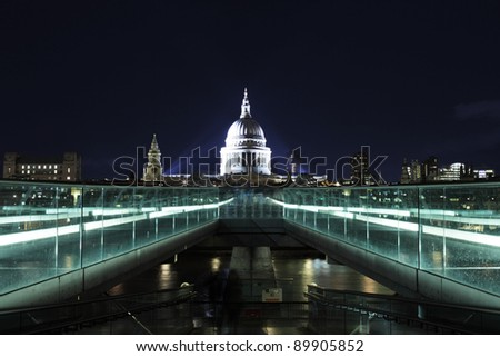 night picture of st.Paul's Cathedral and Millennium bridge