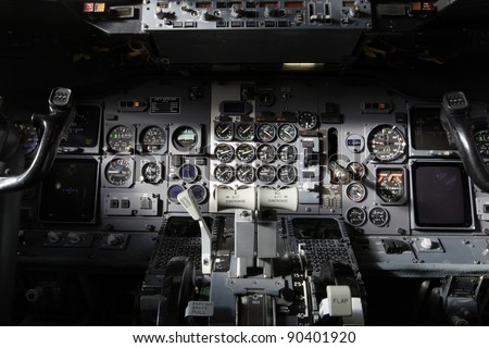 Center console and throttles in the airplane. #90401920