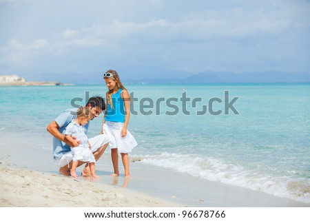 Young father with her two kids on tropical beach vacation #96678766