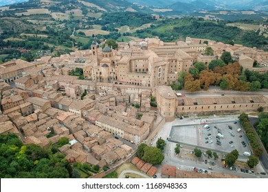 An image of an aerial view of Urbino Italy