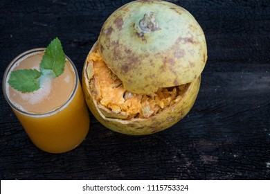 Image of bael fruit and a glass of bael juice